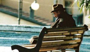 anziano-solo-panchina-solitudine