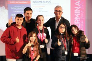 Mery Pontrandolfo, direttrice di DarForma, con Tommaso e bimbi presenti all'evento